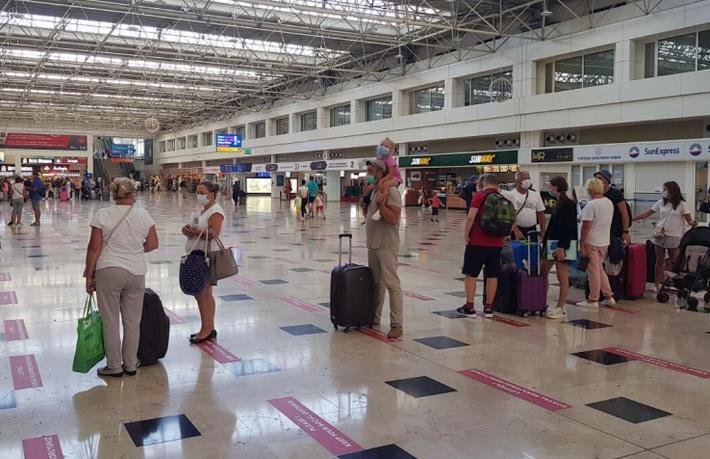 Rus turistler uçuş yasağını İstanbul üzerinden delip nereye gidiyor?