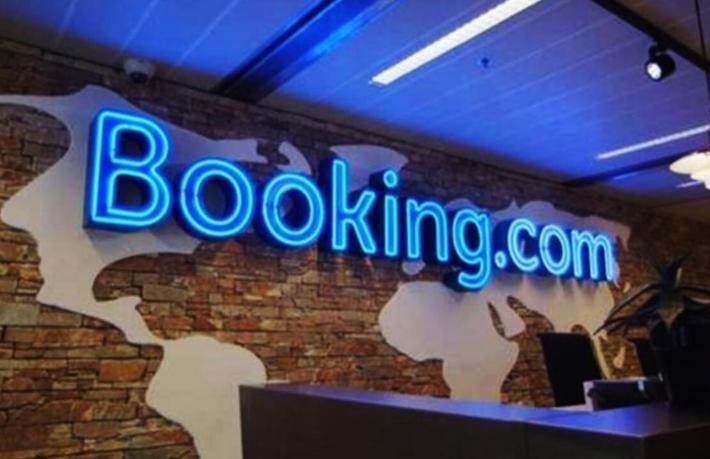 Booking beş ofisini kapatıyor