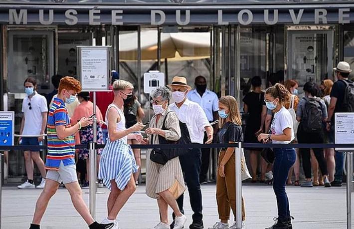 Paris ve 8 büyük ilde gece sokağa çıkma yasağı