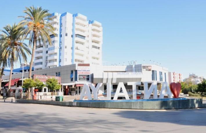 Antalya'da yasaklar yanlış anlaşıldı, sokaklar boş kaldı