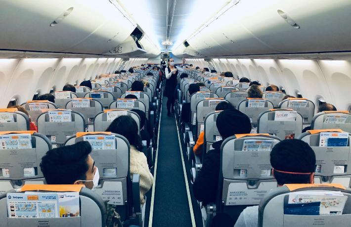 Havacılıkta yeni dönem! 60 TL'ye sosyal mesafe satıyor!