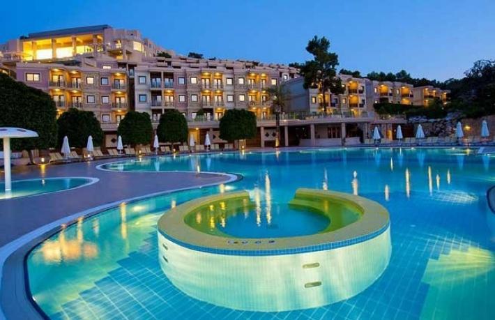 Bakan Ersoy'un şirketi Bodrum'un ünlü otelini satın aldı