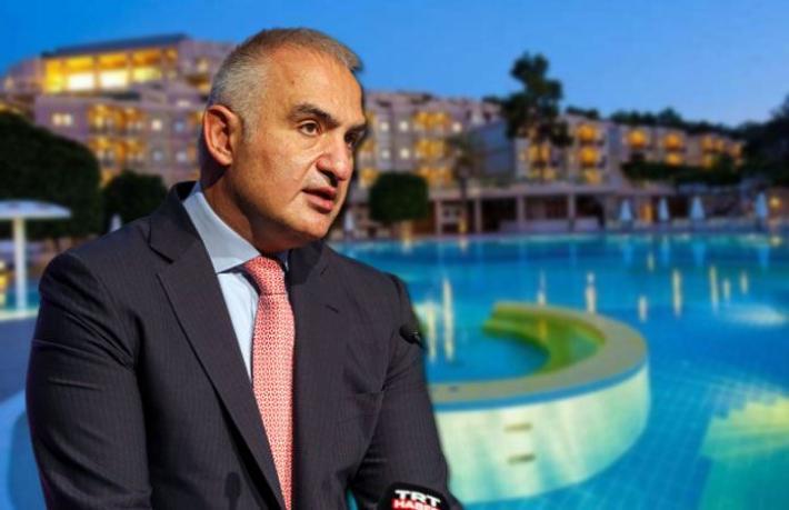 """CHP'den Bakan Ersoy iddiası: """"Otelleri zor duruma sokup, satın aldı"""""""
