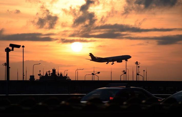 Havalimanından uçak kaçırıldı