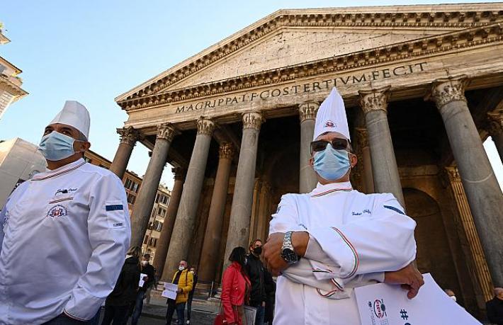 İtalya'da restoranlar kepenk açacak
