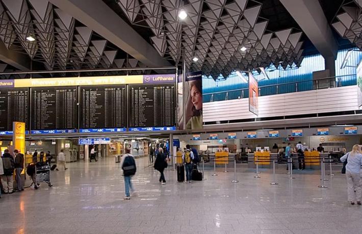 Frankfurt Havalimanı'nda alarm: Terminal boşaltıldı