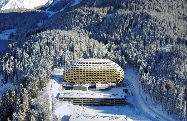 Davos'un ünlü oteli kapısına kilit vurdu