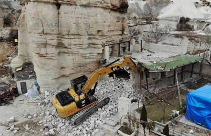 Kapadokya'da 25 kaçak yapıya daha yıkım