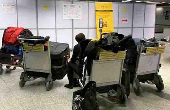 Rusya'ya fuara giden Türkler havalimanında bekletiliyor