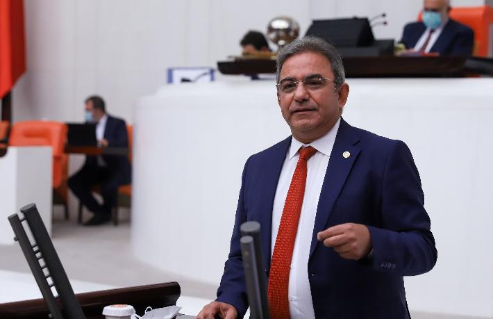 Turizm Bakanı turizmdeki krizi yönetemiyor