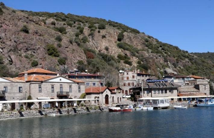 Assos'ta büyükşok...Turistik tesisler 500 gün kapalı