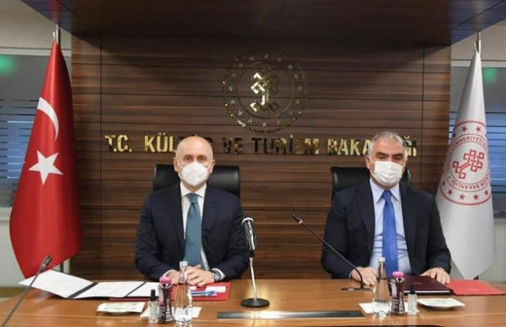 Bakan Ersoy yurt dışındaki Türk tur operatörleriyle buluştu