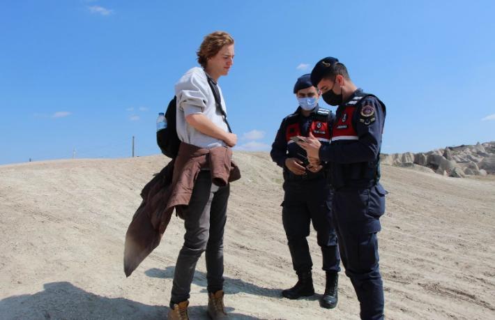Kapadokya'da maske takmayan turistlereceza