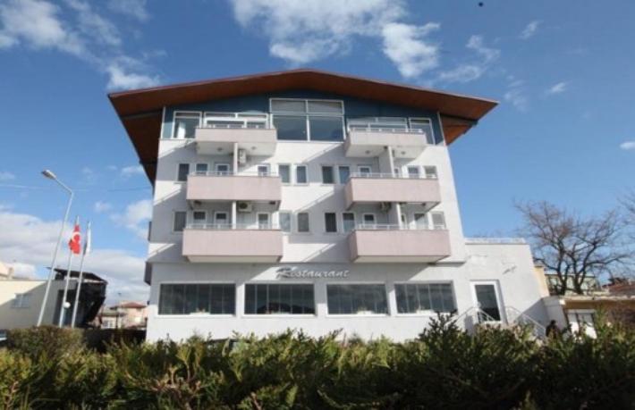 Belediyeden 20 Milyon Lira'ya satılık otel