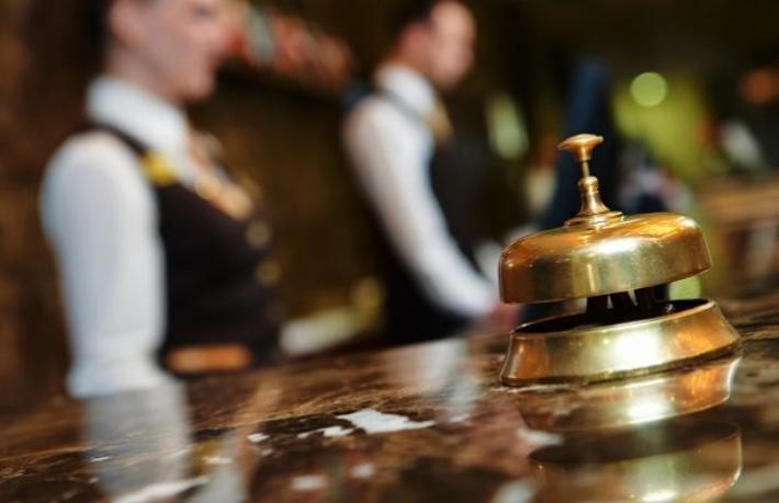 Turizmde sınırsız yabancı işçide geri adım