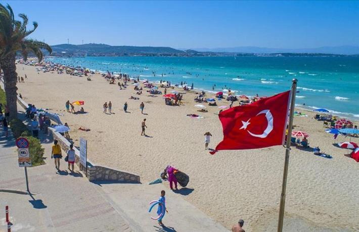 Türkiye'yi cezalandırmak isteyenlerin giriştiği ilk hamle turizm