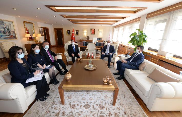 Bakan Ersoy Kırgız Turizm Bakanı ile bir araya geldi