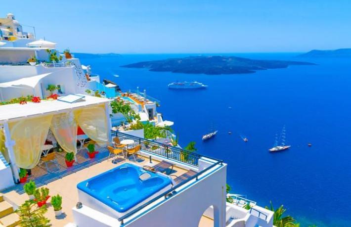 Turizm deneyi başladı... 200 turist Rodos Adası'na ulaştı