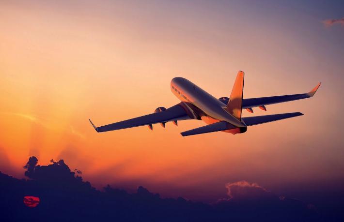 Fransa'da turistleri taşıyan uçak düştü
