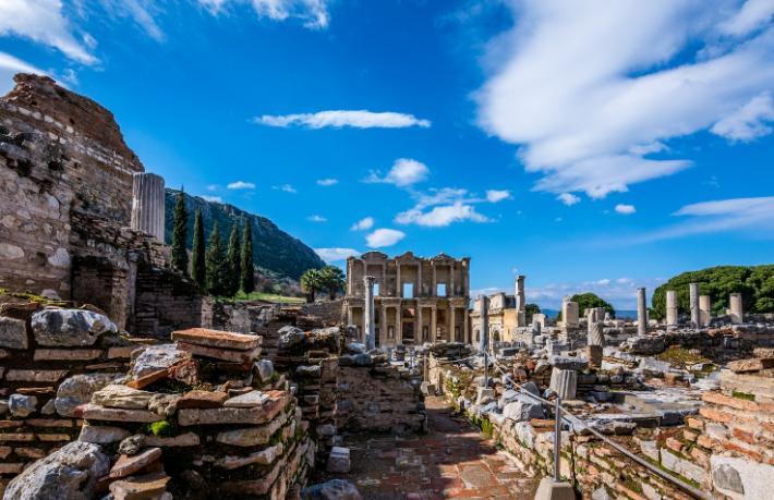 Jolly, Ege ve Akdeniz'in en güzel koylarını keşfe çıkarıyor