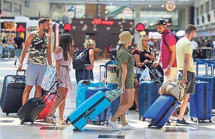 Tam kapanma İngiliz turistleri üzdü… Tatil hayalleri yıkıldı