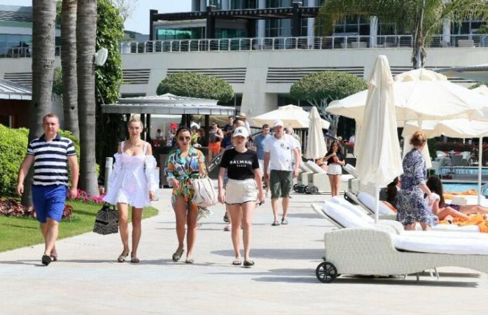 Antalya tam kapanmada 100 bin turist ağırlıyor