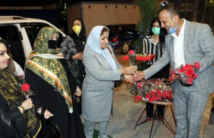 İranlı turistler çiçeklerle karşılandı