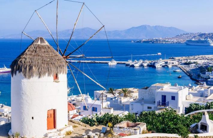 Yunanistan'ın ünlü tatil adasında Korona alarmı... Sokağa çıkma yasağı ilan edildi