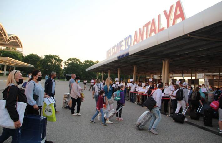 Antalya'ya yılbaşından bugüne kadar kaç turist geldi?