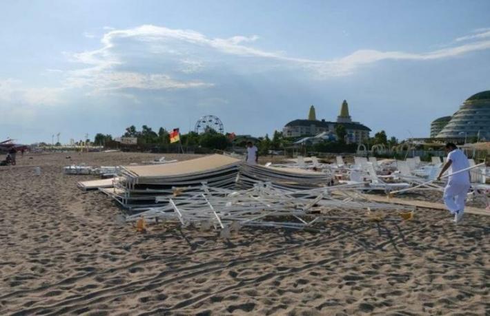Antalya'da hortum paniği... 6 turist yaralı
