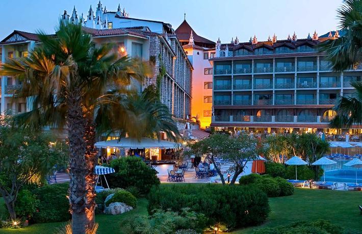 Martı Hotels'ten yangın önlemi... Misafirlerini diğer otele transfer etti