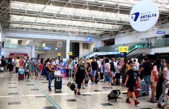 Pandemi öncesi rakamları aşıldı... Türkiye'ye Ukraynalı turist akını