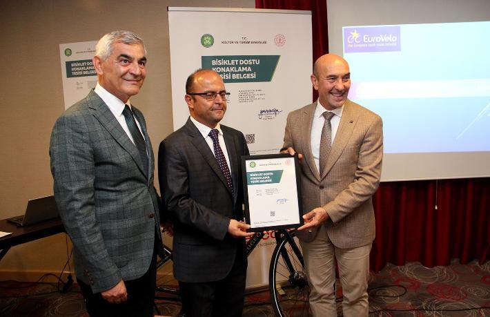 İzmir'de bisiklet dostu konaklama tesisi belgesi alan ilk otel oldu