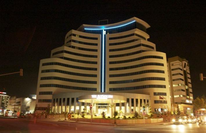 Kaderine terk edilen otelin yıkımına karar verildi