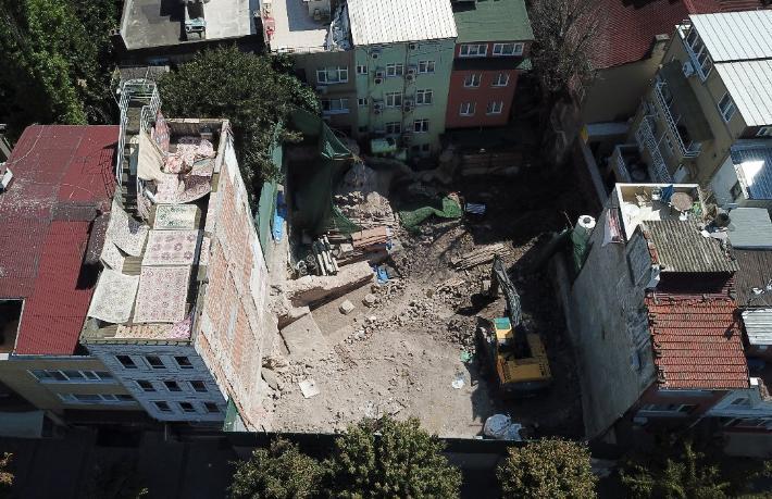 Sultanahmet'te Bizans saray kalıntıları çıktı, otel inşaatı durmadı