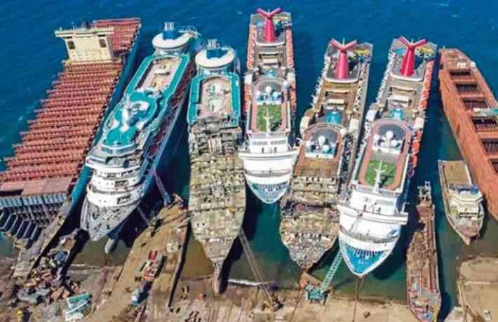 Dev yolcu gemilerinin son durağı İzmir oldu