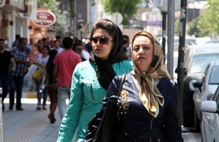 Sınır kapısı açıldı... İran'dan Van'a turist kafileleri gelmeye başladı