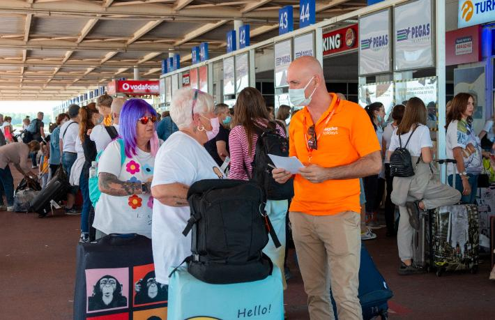 Easyjet'in İngiltere'den ilk tatilcileri Antalya'da