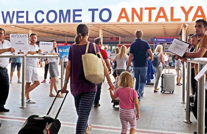 Antalya'ya hafta içi ve hafta sonu ne kadar turist geliyor?