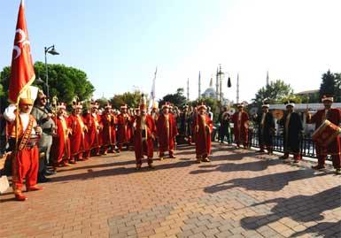Sultanahmet Meydanı'nda her hafta sonu iki etkinlik birden...