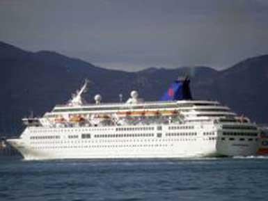 Dev dalga, Yunan kruvaziyer gemisine çarptı: 2 ölü, 6 yaralı...